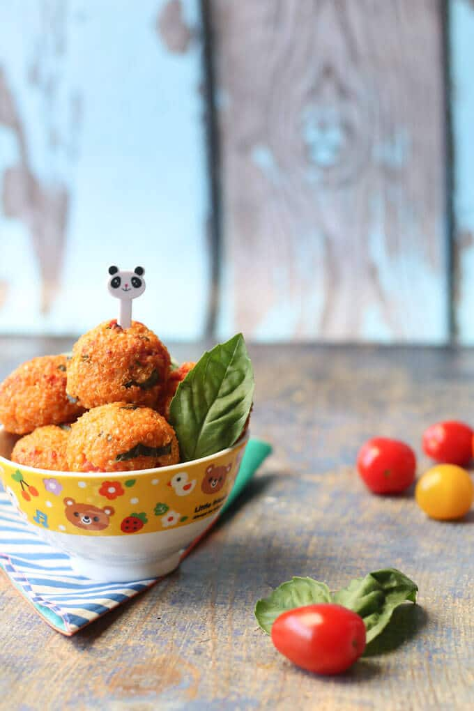 These cheese and tomato quinoa balls are a great finger food for baby led weaning but will be enjoyed by the whole family. Lunch box friendly.