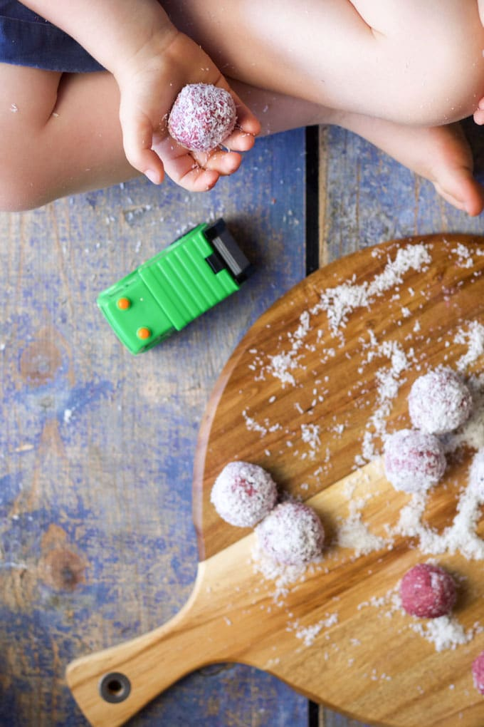 raspberry coconut breakfast balls. A delicious hand held breakfast, perfect for kids. No added sugar or sweeteners.