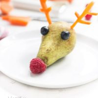 Pear Rudolph, a healthy Christmas snack for kids