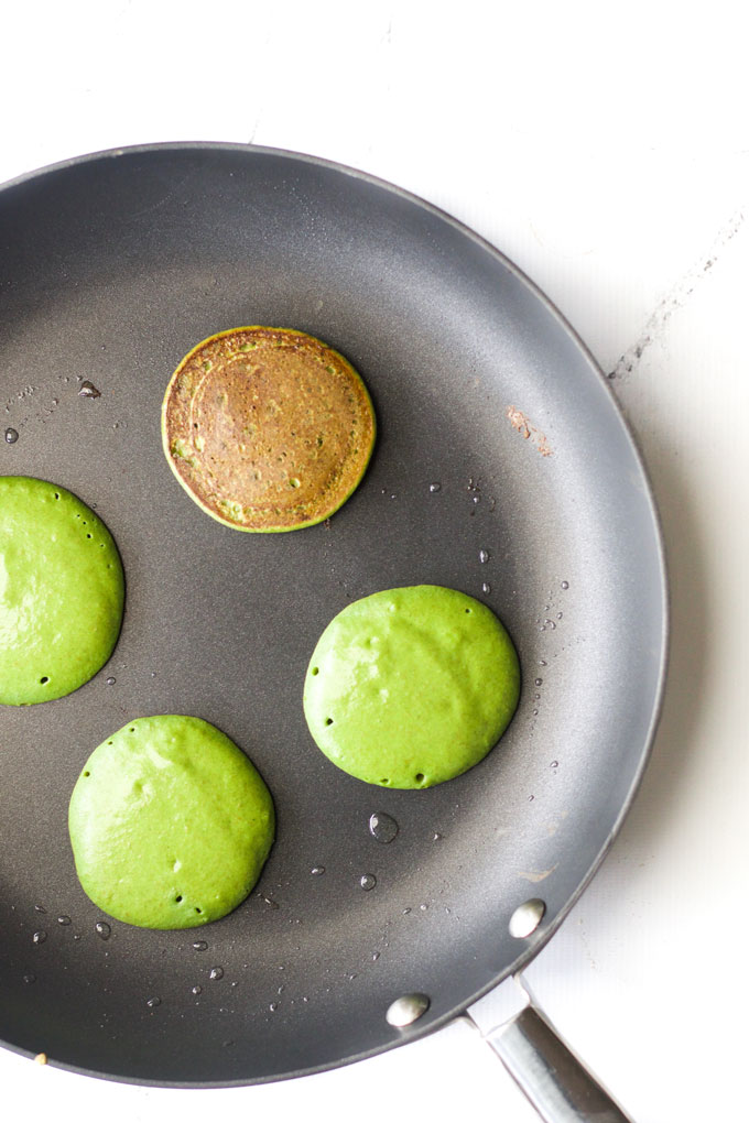 green smoothie pancakes for babies and kids. Flipping in pan