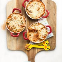 Chicken and Quinoa Bake is a bread family dish. A good way to introduce quinoa to the kids.