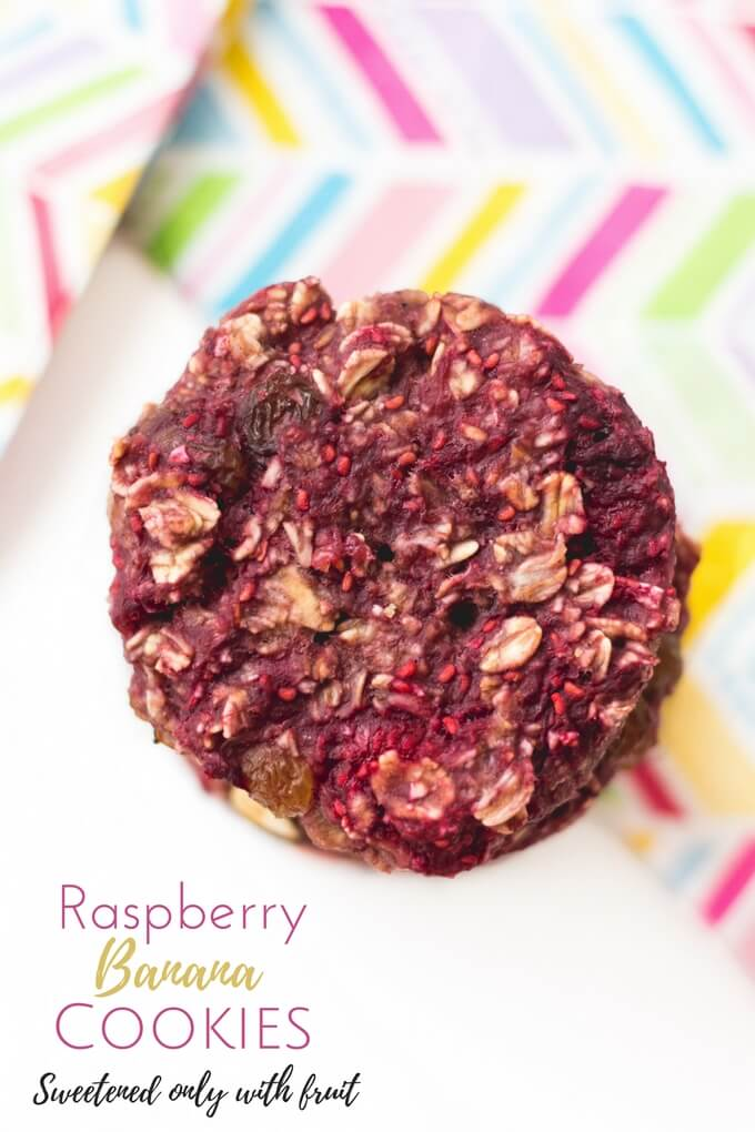 Raspberry Banana Cookies made with only 4 ingredients. A perfect recipe for kids to make and a healthy snack for them to enjoy. Great for blw (baby-led weaning)