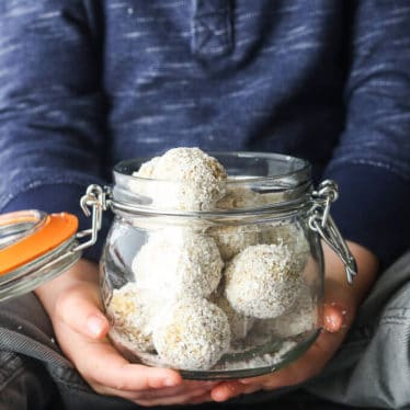 Tropical oat balls a great kids snack made from pats, linseed, pineapple, coconut, ginger and apricot. A great finger food for kids. Suitable for the lunchbox. Nut free, dairy free.